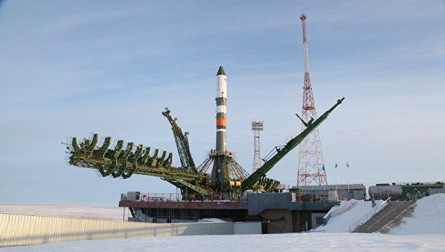 Ракета Союз-2.1а с грузовым кораблем Прогресс МС-08 установлена на стартовый комплекс на космодроме Байконур. 9 февраля 2018
