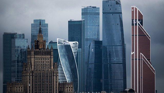 Здание Министерства иностранных дел РФ и Московский международный деловой центр Москва-Сити (на втором плане) в Москве. Архивное фото