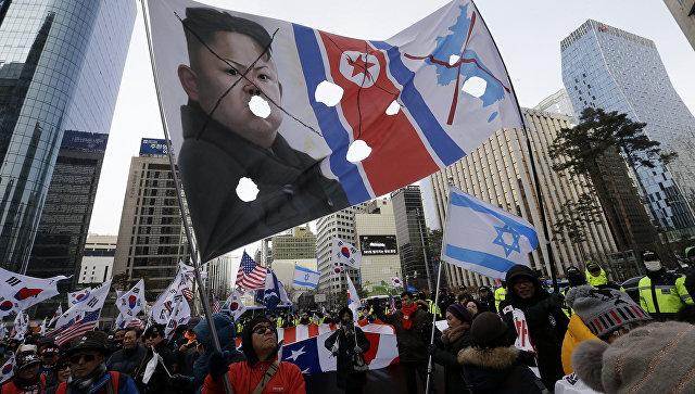 Участники протеста в Сеуле против приезда делегации КНДР на Олимпиаду. 10 февраля 2018