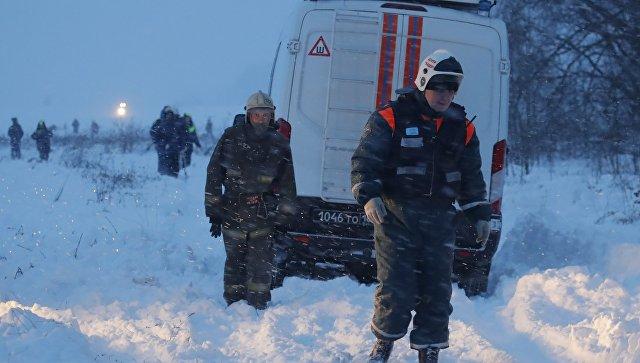 Спасатели на месте крушения самолета Ан-148 авиакомпании Саратовские авиалинии в Московской области. 11 февраля 2018