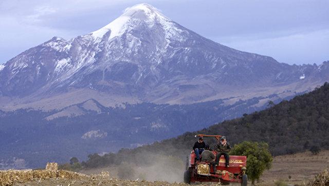 Вид на вулкан Орисаба в Мексике. Архивное фото