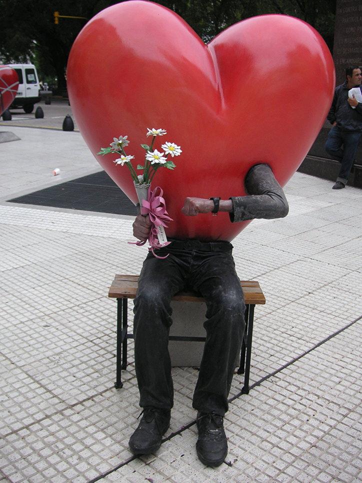 Статуя любви в Буэнос-Айресе