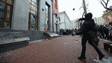 Радикалы громят здание Россотрудничества в Киеве. 18 февраля 2018