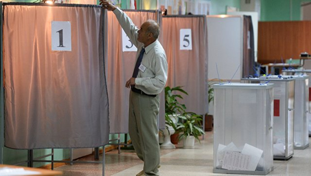 Избирательный участок в Омске. Архивное фото