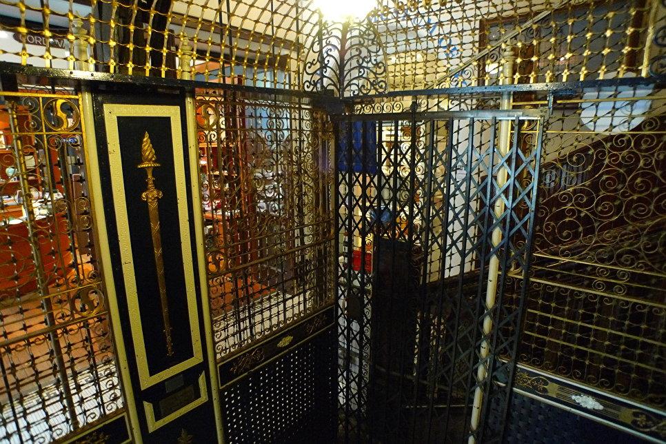 Лифт в Морском музее города Виктория, Канада