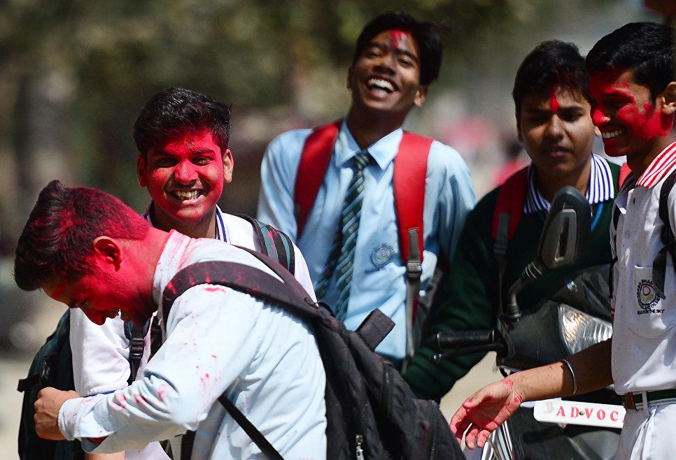 Фестиваль красок Холи в Аллахабаде