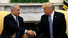 Президент США Дональд Трамп с премьер-министром Израиля Биньямином Нетаньяху в Овальном кабинете Белого дома в Вашингтоне, США. 5 марта 2018