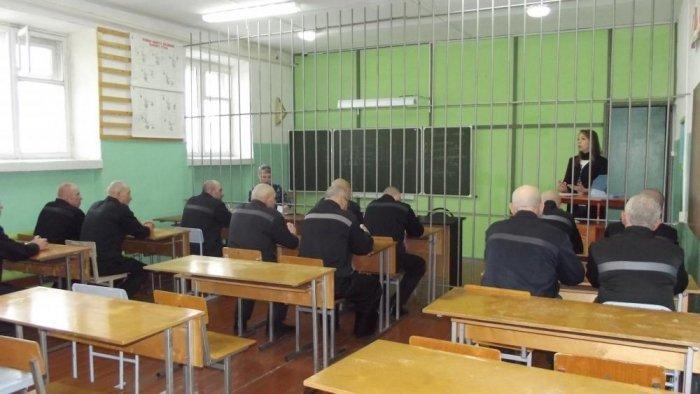Нотариус Омутнинского нотариального округа Кировской области Анна Корчемкина на выезде в колонию