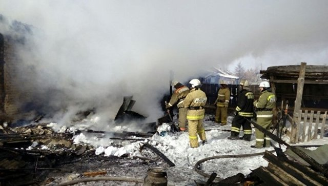 СК возбудил дело после гибели трех человек при пожаре под Омском