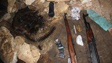 Оружие и боеприпасы изъятые из схрона в ходе проведения операции в КЧР. 10 марта 2018