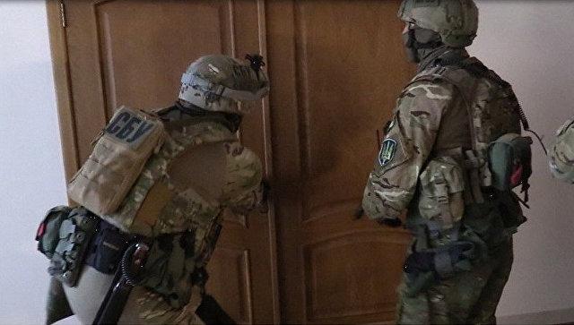 Сотрудники СБУ во время проведения обыска