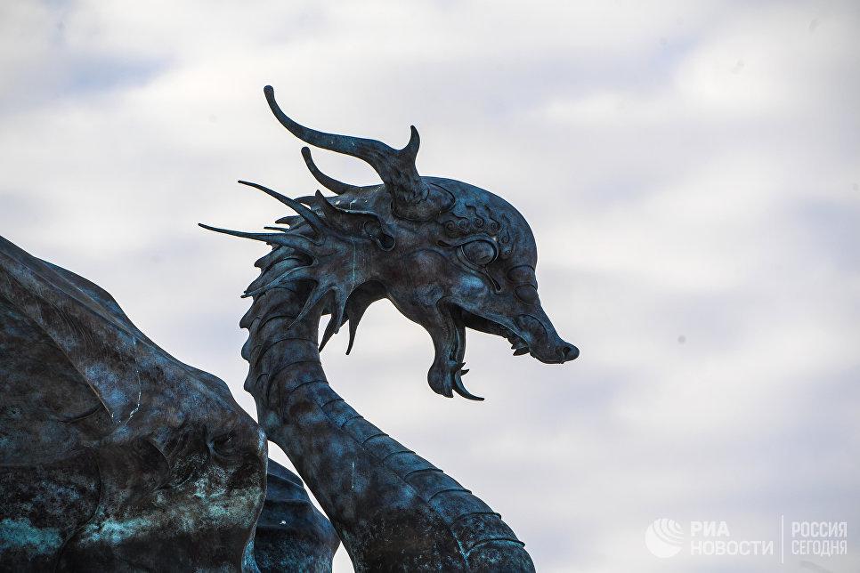 Статуя Ак-Барса в Казани.