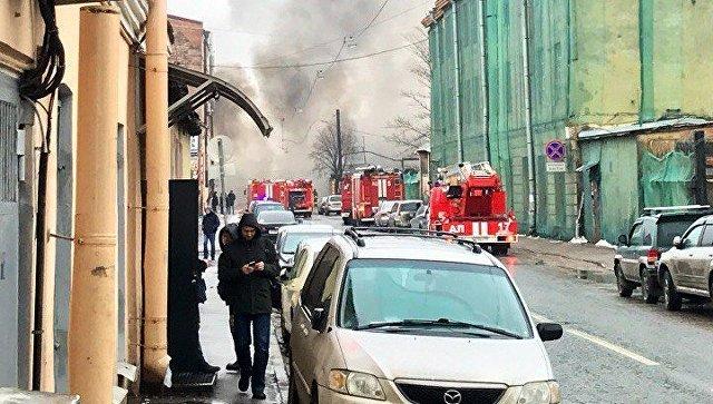 Ликвидация пожара на складах на Балтийской улице в Петербурге. 14 марта 2018