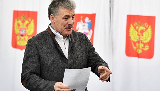 Кандидат в президенты РФ от КПРФ Павел Грудинин голосует на выборах президента РФ на избирательном участке №13-06 в Москве. 18 марта 2018