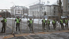 Сотрудники МВД Украины блокируют здание посольства РФ в Киеве в связи с выборами президента РФ. 18 марта 2018