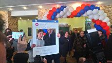 Губернатор Калининградской области Антон Алиханов проголосовал на участке в доме-интернате Сосновая усадьба в городе Пионерском. 18 марта 2018