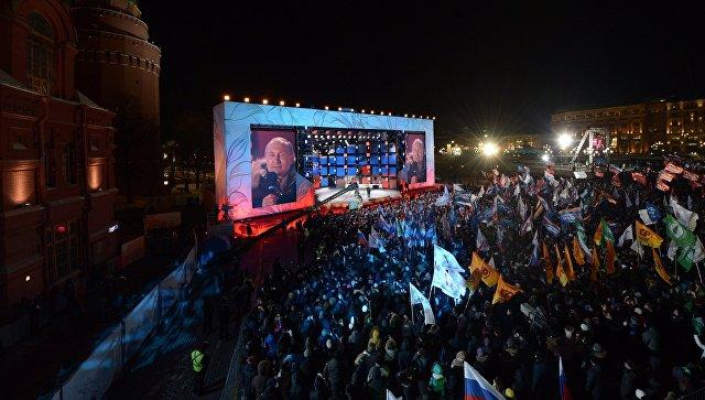 Владимир Путин на митинге-концерте на Манежной площади в Москве