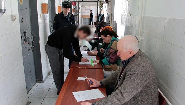 Голосование на выборах президента на избирательных участках в СИЗО