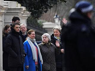 Сотрудники посольства РФ в Лондоне. 20 марта 2018