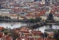 Карлов мост через реку Влтава в историческом районе Праги