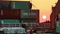 Торговый порт в Китае. Архивное фото