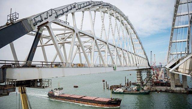 Строительство Крымского моста через Керченский пролив. Архивное фото
