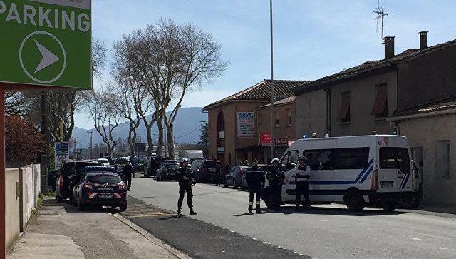 При захвате заложников на юге Франции погиб человек