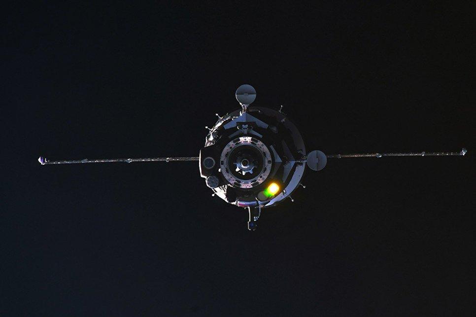 Пилотируемый корабль Союз МС-08 во время стыковки с МКС. 23 марта 2018 года