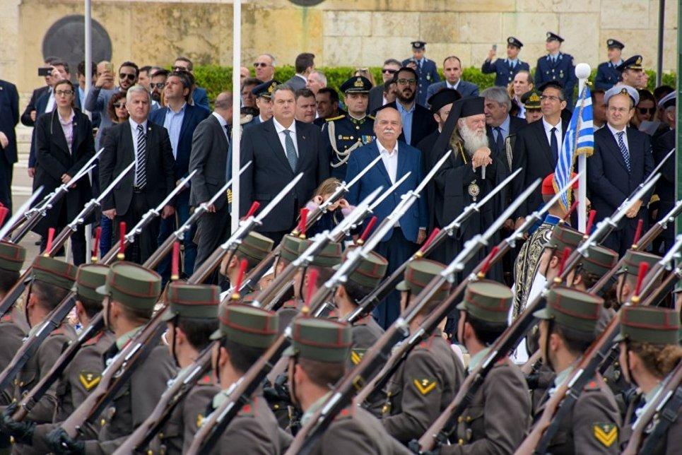 Путин, Медведев иЛавров поздравили Грецию сДнем независимости