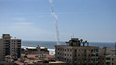 След от ракеты, выпущенной во время учений боевиками ХАМАС в городе Газа. Архивное фото