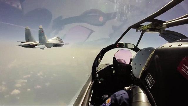 Истребители Су-35С во время перелета из пункта постоянной дислокации в Хабаровском крае на военный аэродром Буревестник на острове Итуруп. Архивное фото