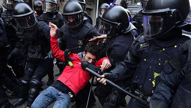 Протесты вКаталонии: автомагистрали региона заблокированы