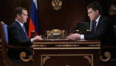 Премьер-министр РФ Дмитрий Медведев и руководитель ФАНО России Михаил Котюков. Архивное фото