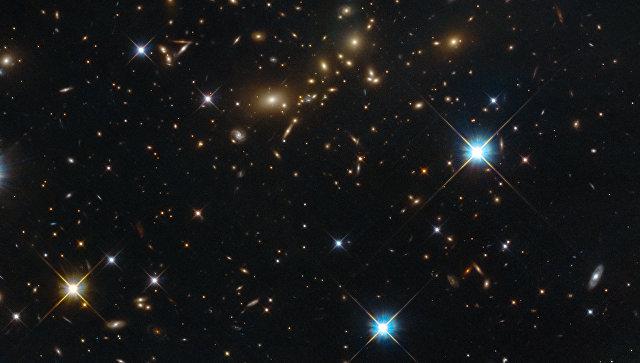 Фотография скопления PLCK_G308.3-20.2, одного из крупнейших объектов Вселенной