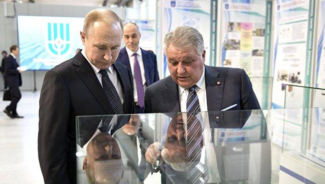 Президент РФ Владимир Путин и президент НИЦ Курчатовский институт Михаил Ковальчук во время встречи. 10 апреля 2018