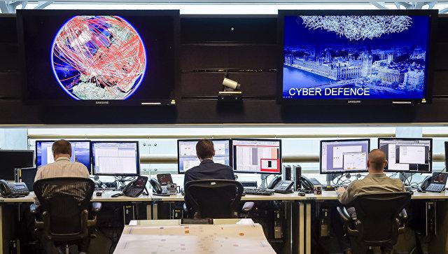 Оперативная комната в штаб-квартире Центра правительственной связи Британии. Архивное фото
