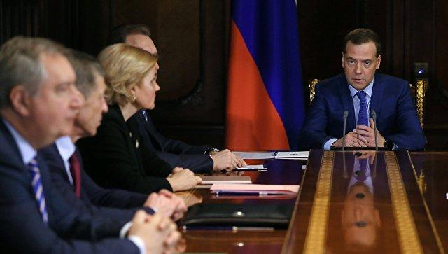 Председатель правительства РФ Дмитрий Медведев проводит совещание с вице-премьерами РФ. 16 апреля 2018
