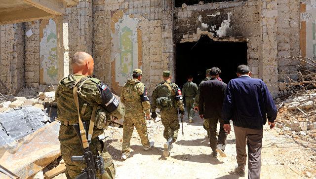 Военнослужащие российской военной полиции в городе Дума
