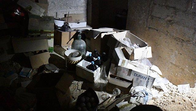 Химическая лаборатория боевиков по изготовлению отравляющих веществ и взрывчатки в подвале одного из домов в освобожденом пригороде Дамаска Думе. 18 апреля 2018