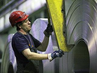 Алюминиевая лента в прокатном цехе завода Русал Саянал. Архивное фото