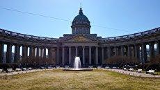 Запуск фонтана у Казанского собора в Санкт-Петербурге