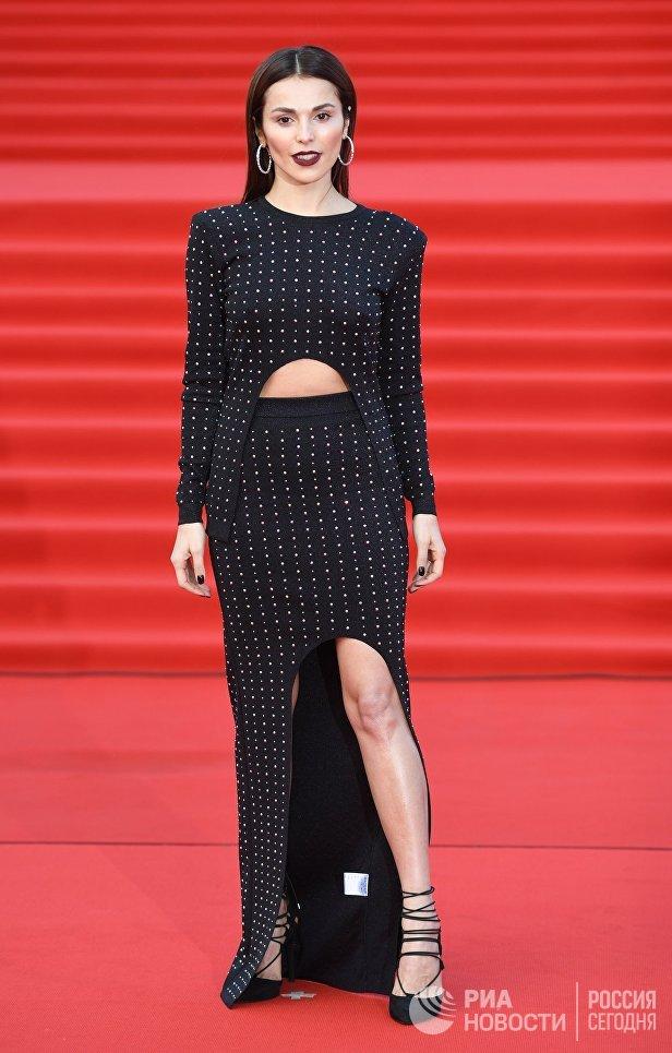 Певица Сати Казанова на церемонии открытия 40-го Московского международного кинофестиваля (ММКФ)