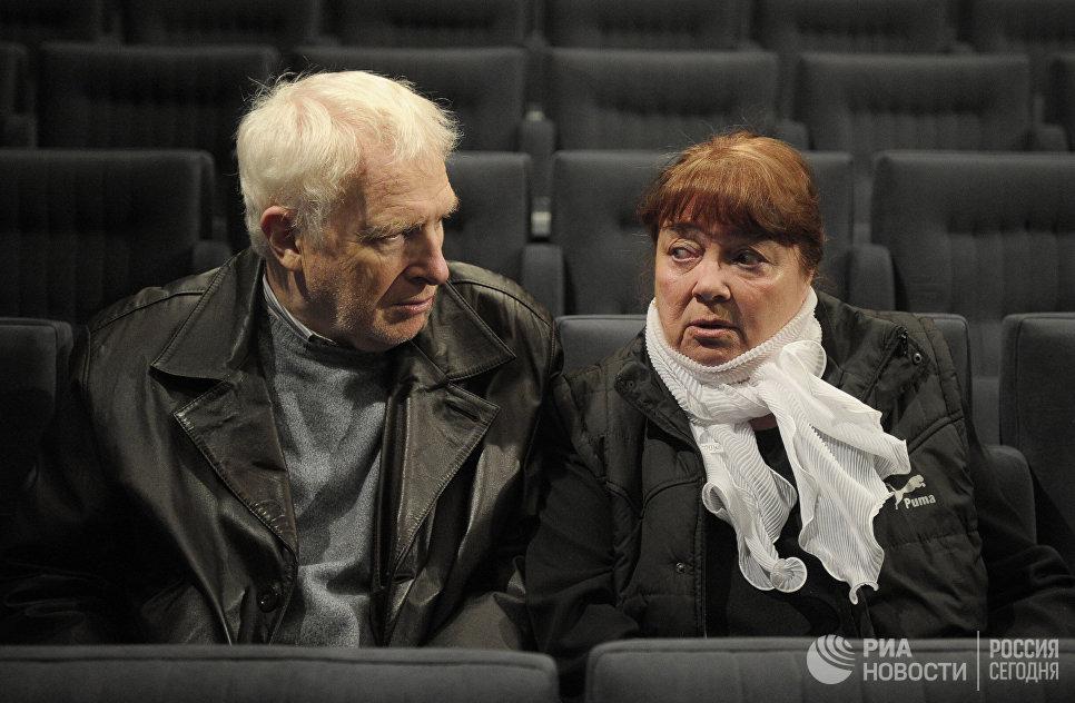 Виктор Тульчинский и Нина Дорошина во время сбора труппы Московского театра Современник
