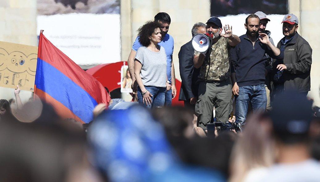 В Армении демонстранты перекрыли трассу Ереван-Севан
