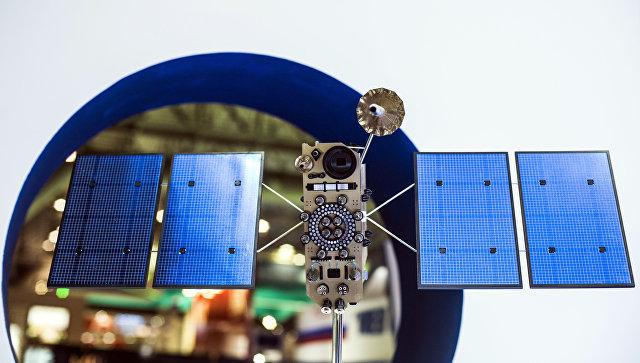Макет российского космического аппарата серии Глонасс. Архивное фото