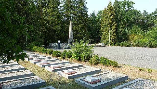 Советское военное кладбище. Архивное фото