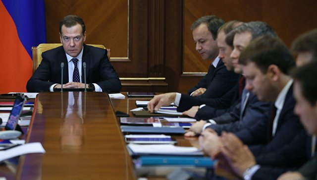 РФ должна активно иагрессивно продвигать несырьевой экспорт намировом рынке— Медведев