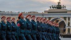 Парадные расчеты военнослужащих на репетиции военного парада. Архивное фото