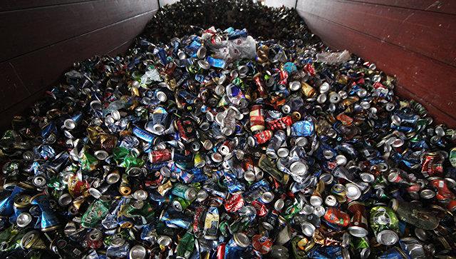 Выгрузка мусора на заводе