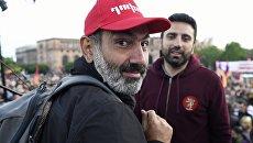 Лидер оппозиционного движения Мой шаг Никол Пашинян во время митинга на площади Республики в Ереване. Архивное фото